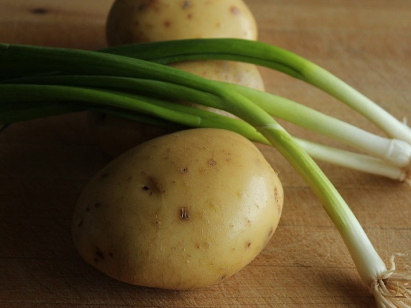Potatoes and spring onions